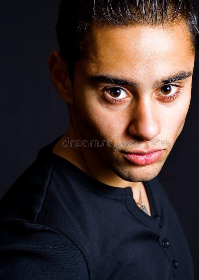 Retrato de un hombre hermoso hispánico fotografía de archivo libre de regalías