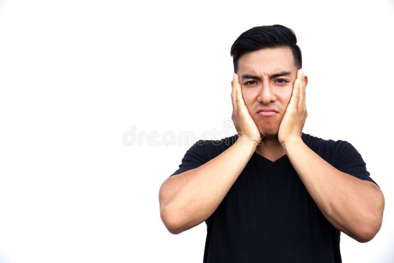 Retrato de un hombre hermoso latino joven que toca su cara con las manos fotos de archivo libres de regalías