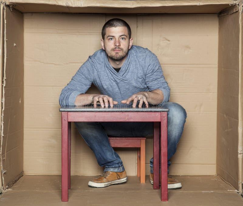 Retrato de un hombre hiperactivo fotografía de archivo libre de regalías