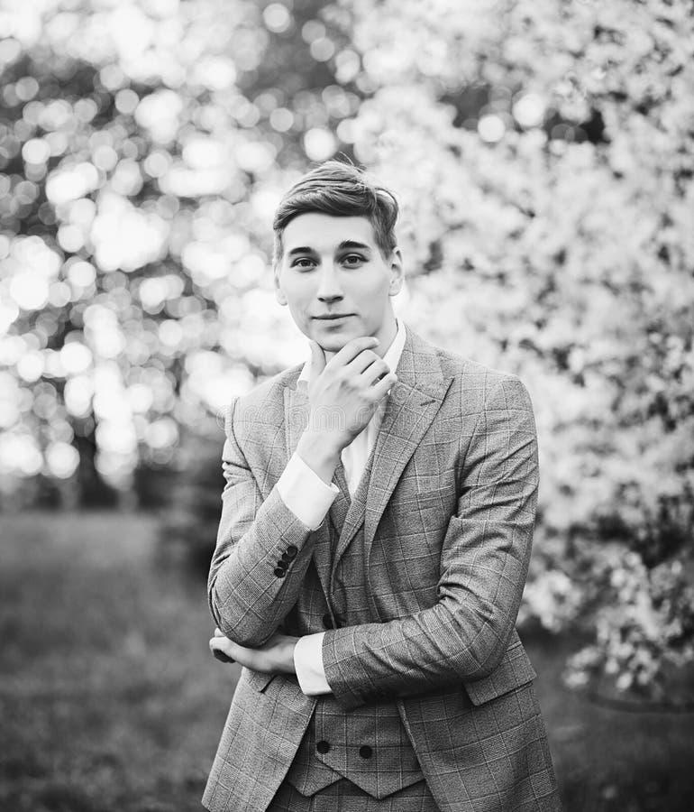 Retrato de un hombre joven imagen de archivo
