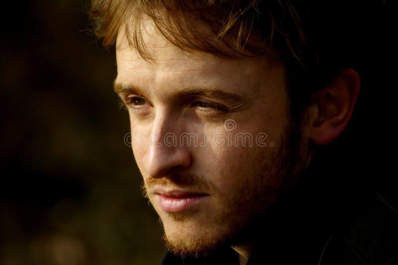 Retrato de un hombre joven redheaded fotos de archivo