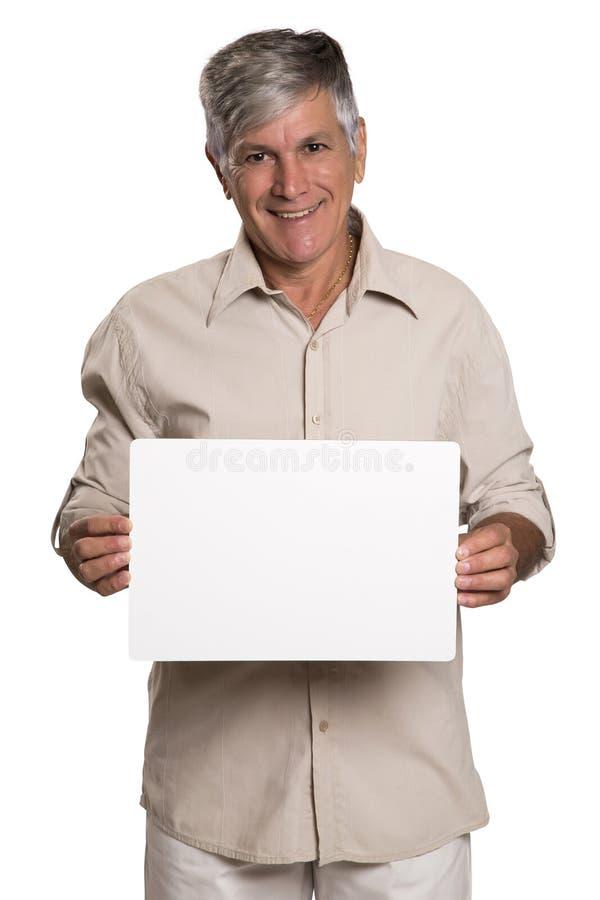 Retrato de un hombre maduro que sostiene un panel en blanco imágenes de archivo libres de regalías