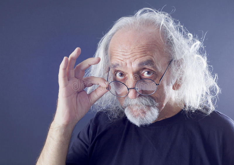 Retrato de un hombre mayor imagen de archivo libre de regalías