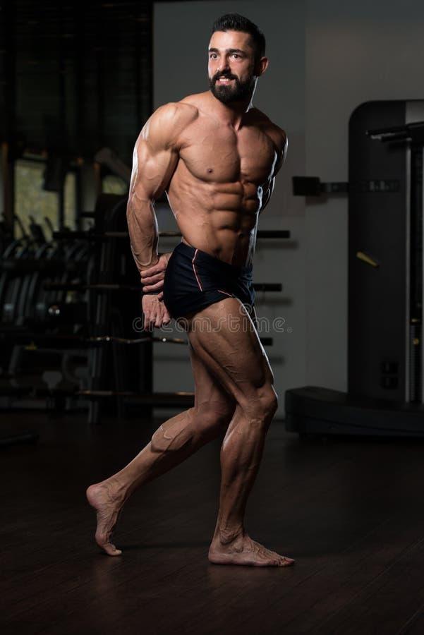 Retrato de un hombre muscular físicamente cabido imágenes de archivo libres de regalías
