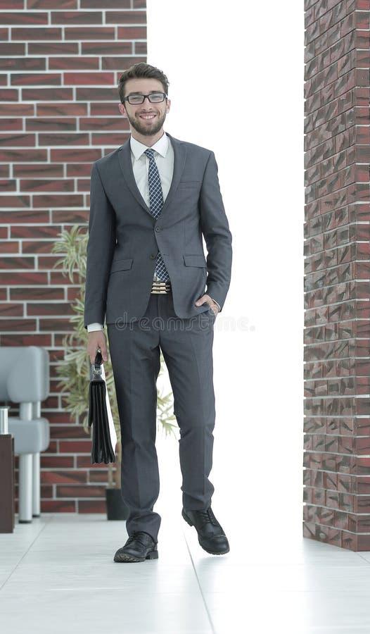 Download Retrato De Un Hombre De Negocios Acertado Foto de archivo - Imagen de looking, businessman: 100534336
