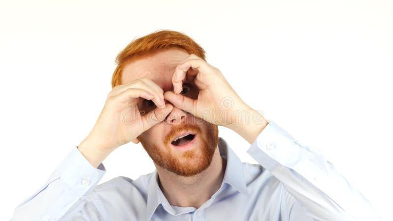 Retrato de un hombre de negocios usando los prismáticos, buscando para las oportunidades, imagen de archivo