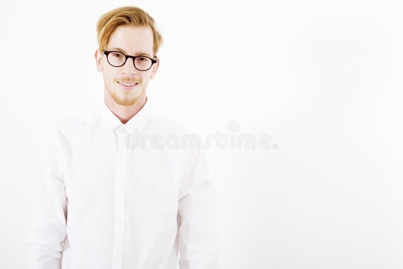 Retrato de un hombre pelirrojo joven imagen de archivo libre de regalías