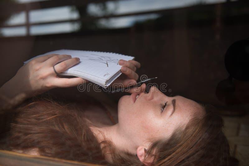 Retrato de un modelo británico joven fotografía de archivo