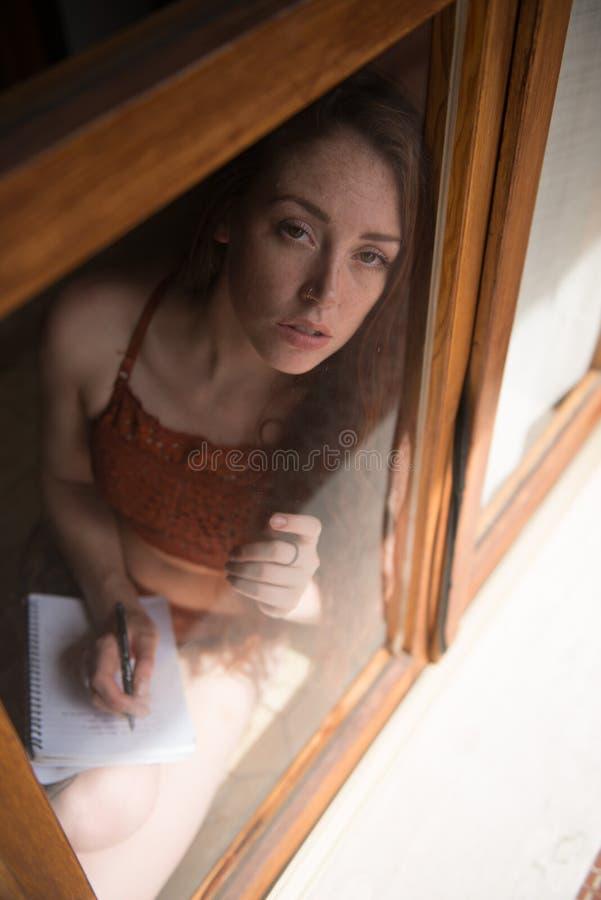 Retrato de un modelo británico joven foto de archivo