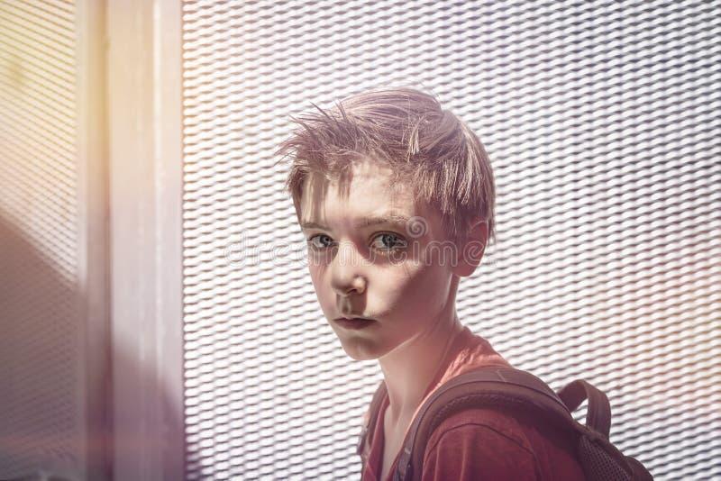 Retrato de un muchacho del adolescente foto de archivo
