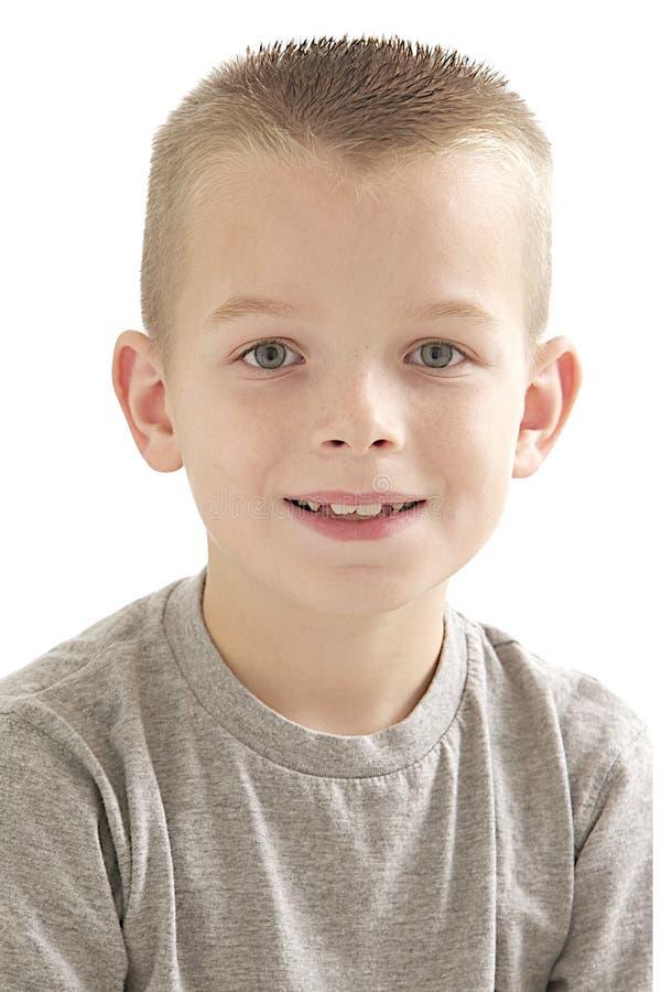 Retrato de un muchacho rubio joven imagenes de archivo
