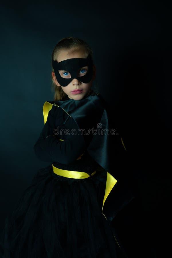 Retrato de un niño lindo vestido como super héroe foto de archivo libre de regalías