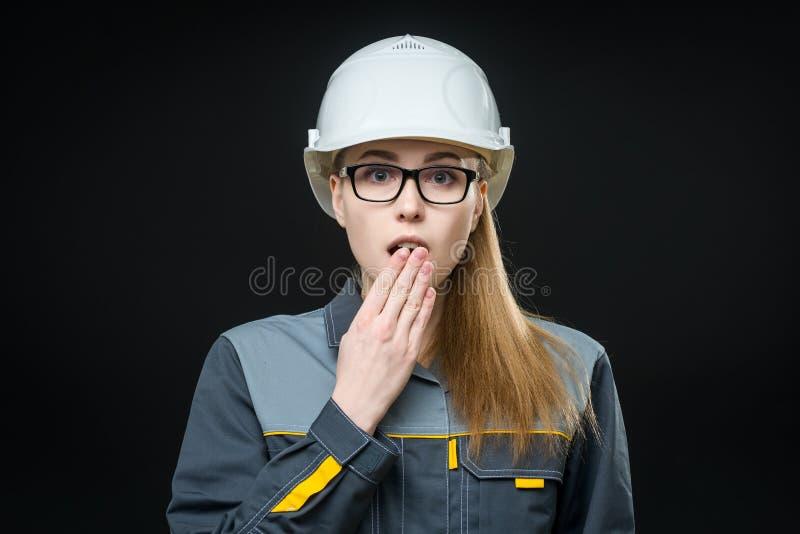 Retrato de un trabajador de sexo femenino foto de archivo libre de regalías