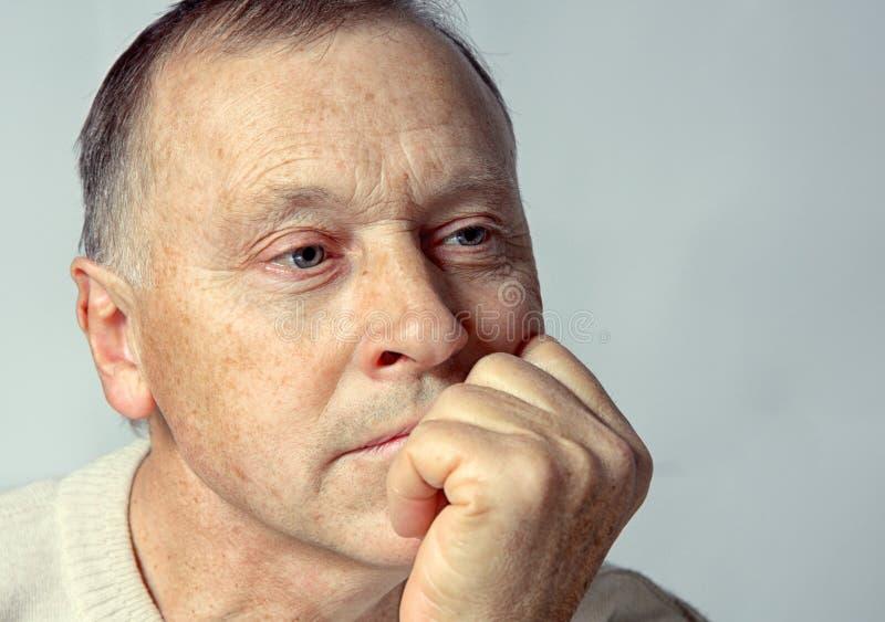 Retrato de un viejo hombre fotografía de archivo