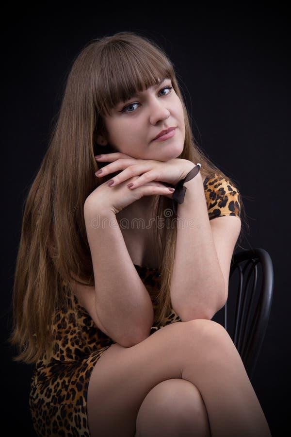 Retrato de una chica joven encantadora fotos de archivo libres de regalías