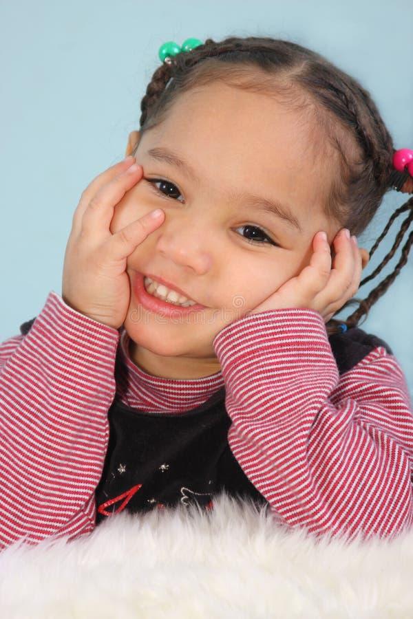 Retrato de una chica joven feliz imagenes de archivo