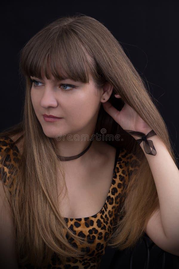 Retrato de una chica joven hermosa fotos de archivo libres de regalías