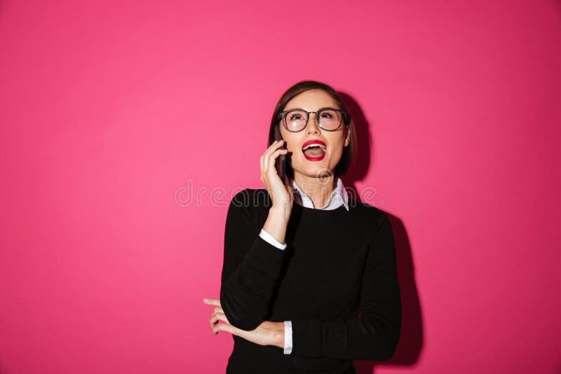 Retrato de una empresaria atractiva emocionada imagen de archivo