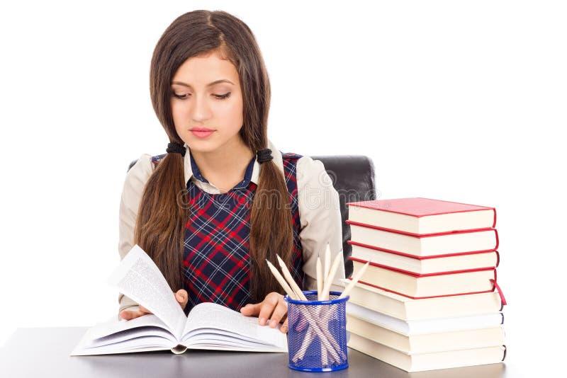 Download Retrato De Una Lectura De La Colegiala En El Escritorio Foto de archivo - Imagen de aprenda, literatura: 41920084