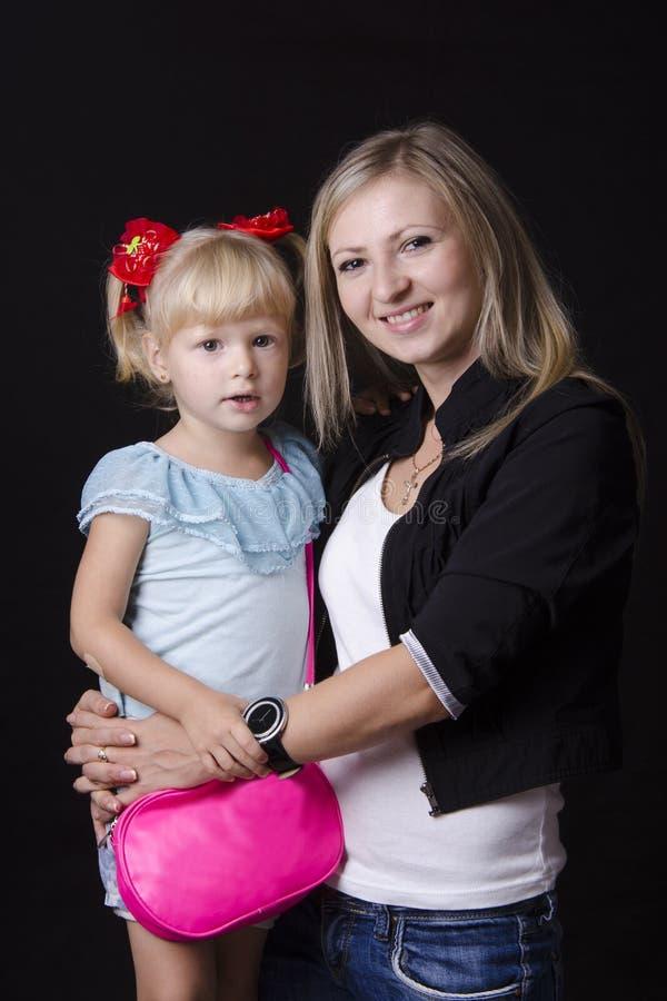 Retrato de una madre y de un niño imágenes de archivo libres de regalías