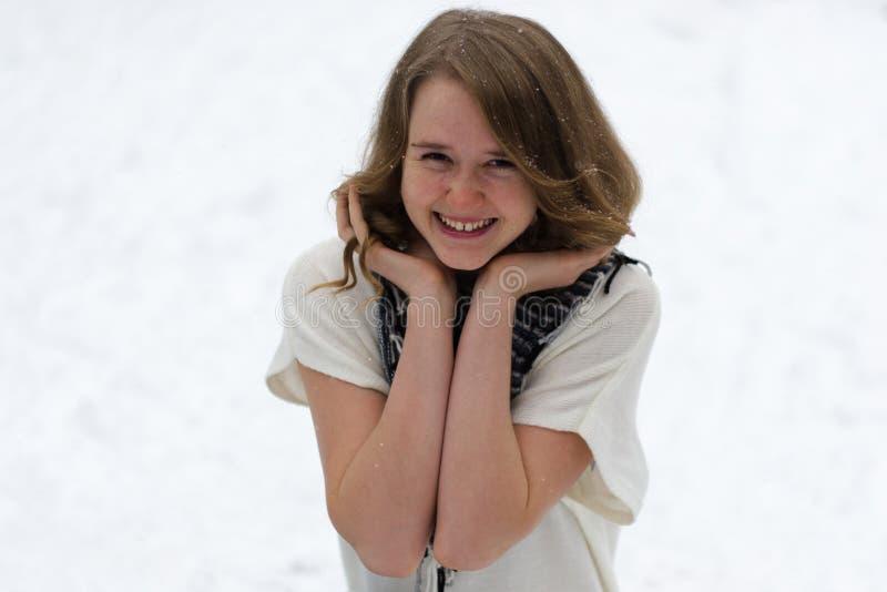 Retrato de una muchacha alegre foto de archivo