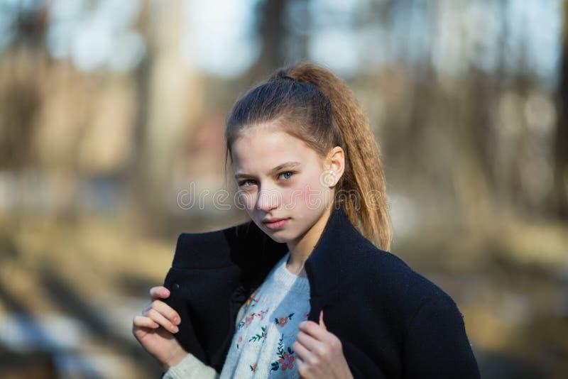 Retrato de una muchacha dulce doce-a?o-vieja imágenes de archivo libres de regalías