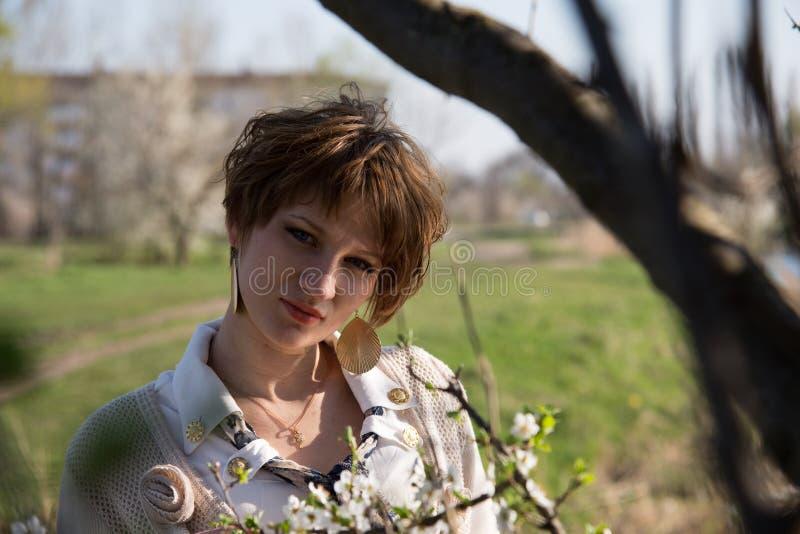 Download Retrato De Una Muchacha Embarazada Joven Foto de archivo - Imagen de paisaje, cubo: 42434872