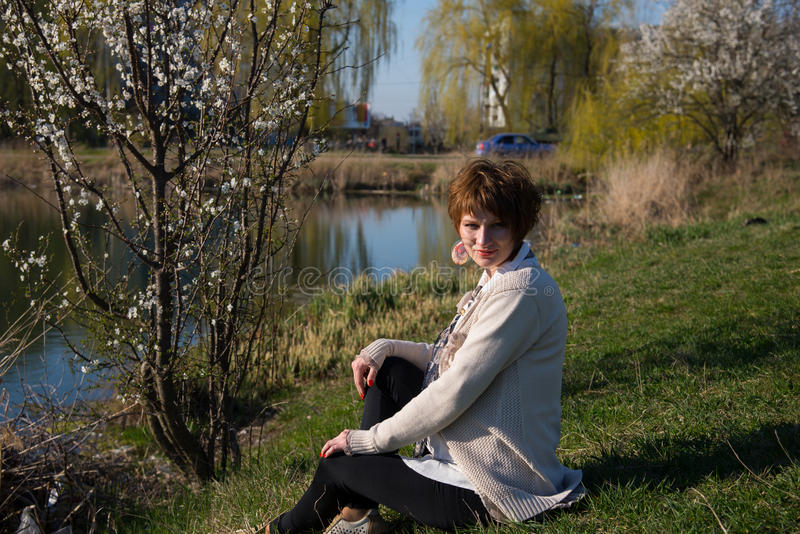 Download Retrato De Una Muchacha Embarazada Joven Imagen de archivo - Imagen de placer, parque: 42434879