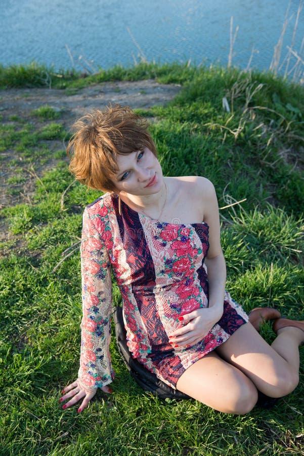 Download Retrato De Una Muchacha Embarazada Joven Foto de archivo - Imagen de feliz, ciudad: 42435614