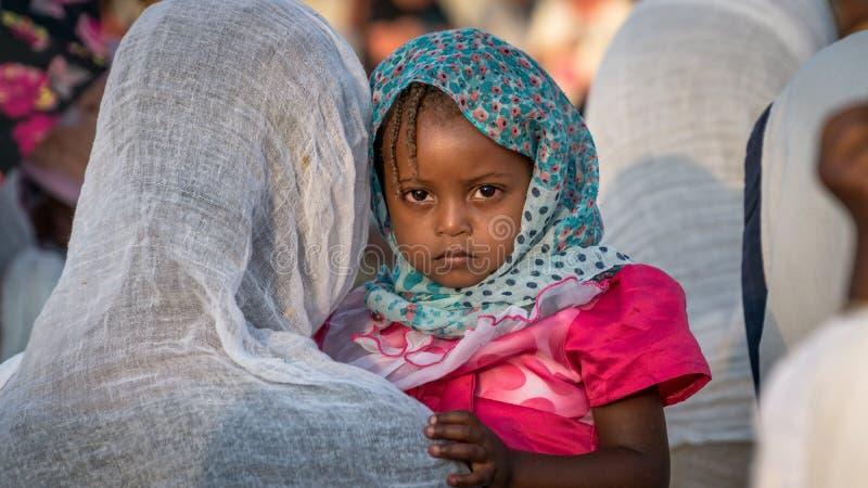 Retrato de una muchacha etíope no identificada que celebra el festival de Meskel en Etiopía imagenes de archivo