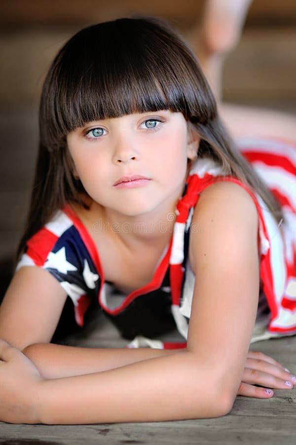 Retrato de una muchacha hermosa foto de archivo libre de regalías