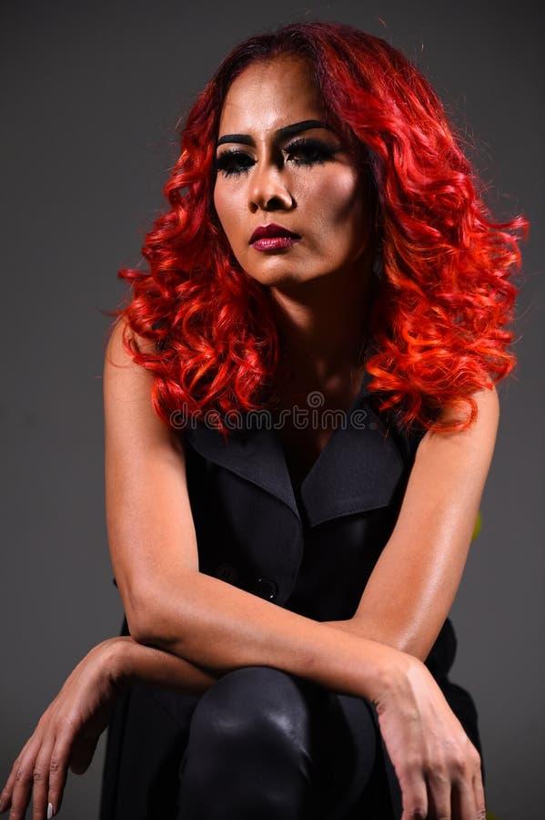 Retrato de una muchacha hermosa con coloración del cabello teñida fotos de archivo libres de regalías