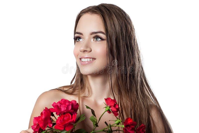 Retrato de una muchacha hermosa con el pelo mojado imagenes de archivo