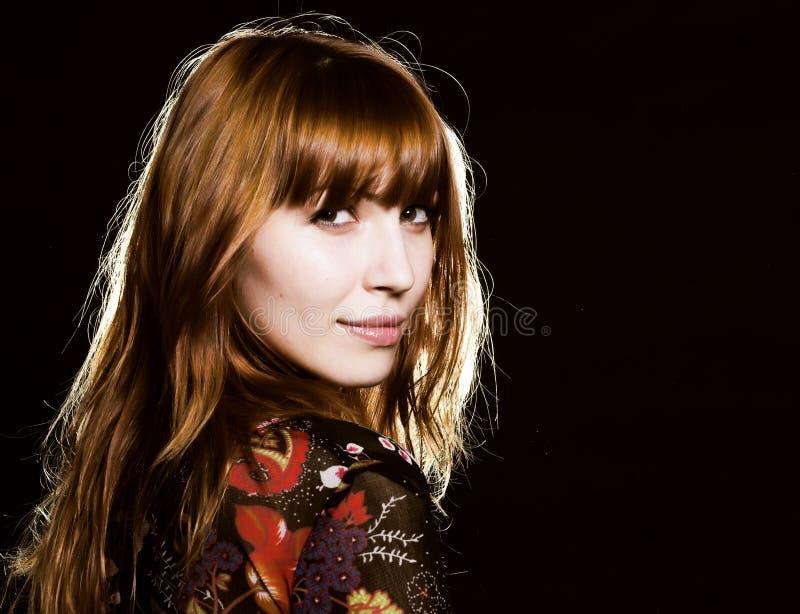 Retrato de una muchacha hermosa, roja del pelo imágenes de archivo libres de regalías