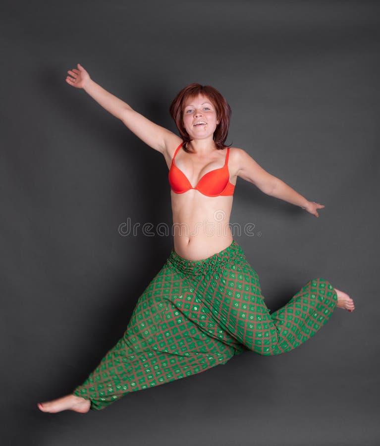Retrato de una muchacha de salto foto de archivo