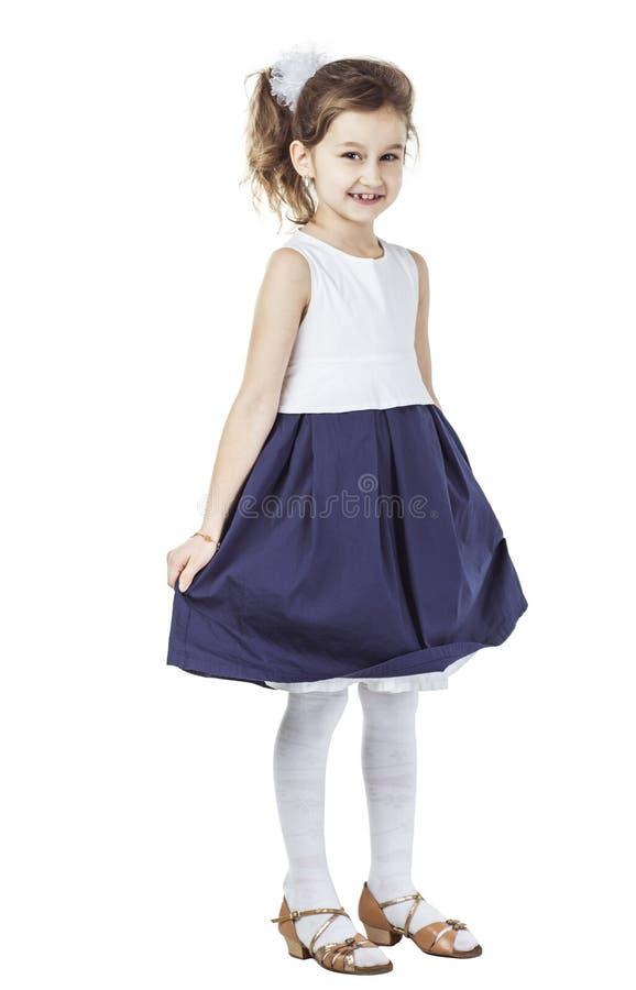 Retrato de una muchacha de seis años feliz contra el fondo blanco fotografía de archivo libre de regalías