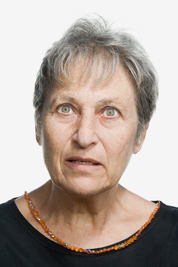 Retrato de una mujer adulta madura imagenes de archivo