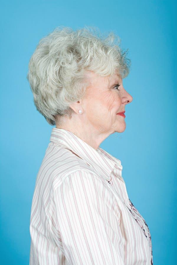 Retrato de una mujer adulta mayor fotografía de archivo