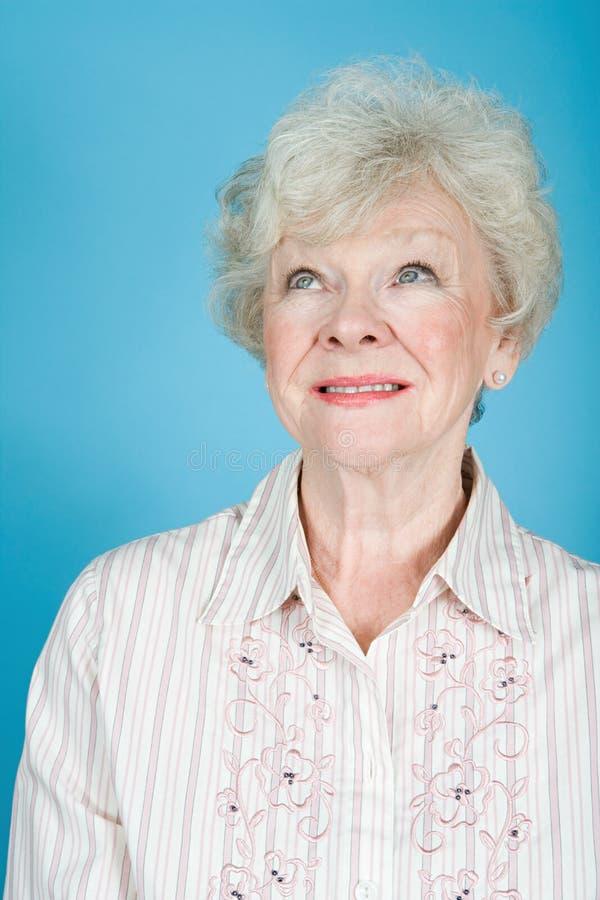 Retrato de una mujer adulta mayor imagen de archivo