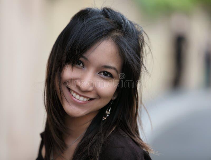Retrato de una mujer asiática joven fotos de archivo libres de regalías