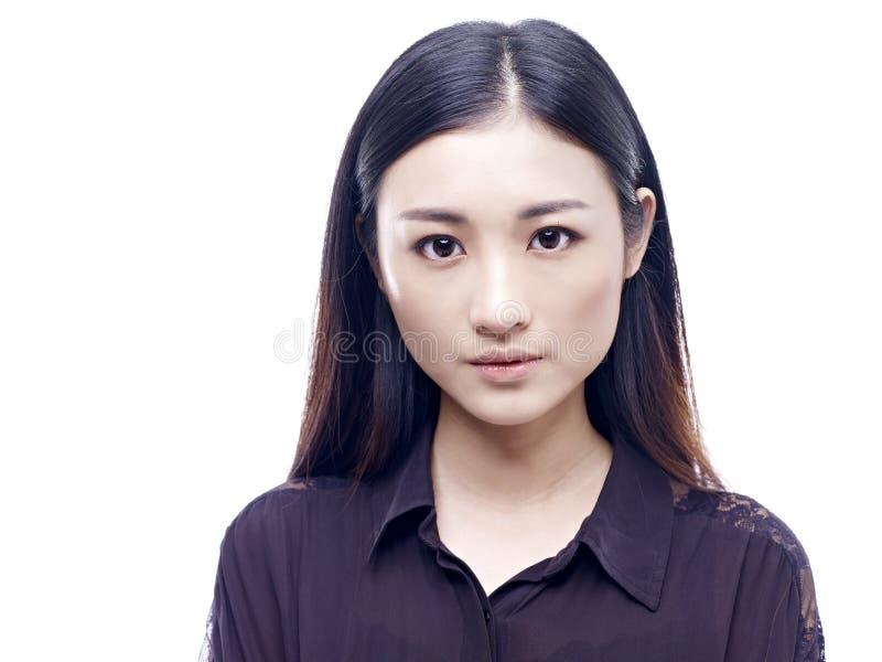 Retrato de una mujer asiática joven foto de archivo libre de regalías