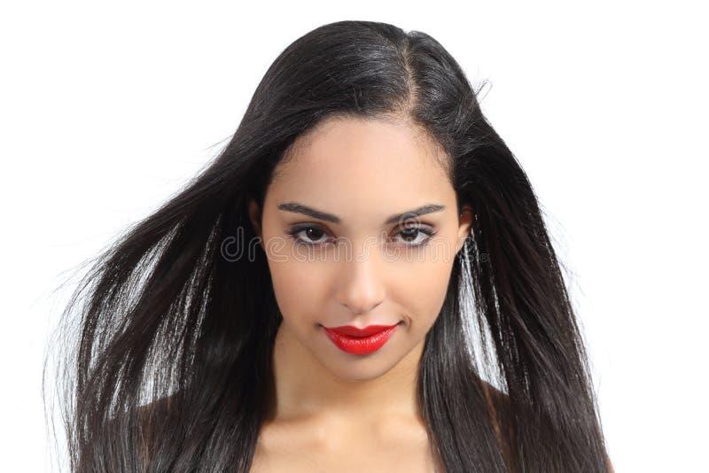 Retrato de una mujer atractiva con los labios rojos fotos de archivo