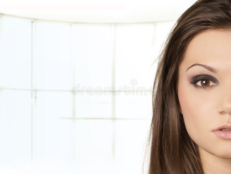 Retrato de una mujer atractiva del latino foto de archivo