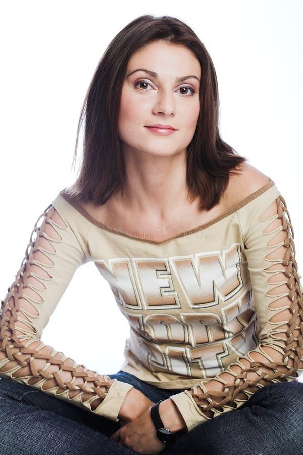 Retrato de una mujer atractiva joven imagen de archivo libre de regalías
