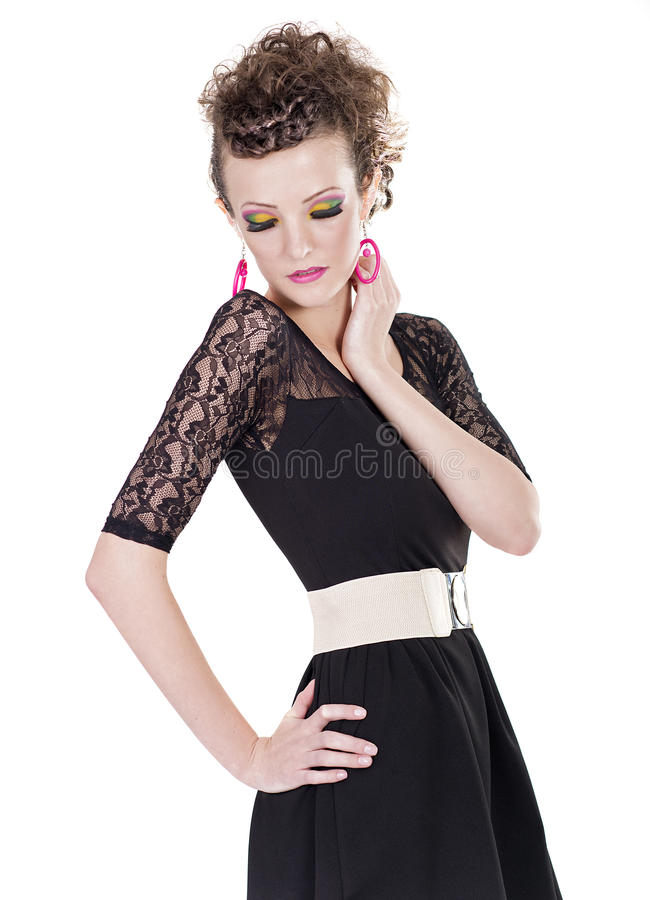 Retrato de una mujer bonita en vestido negro, mirando abajo fotografía de archivo libre de regalías