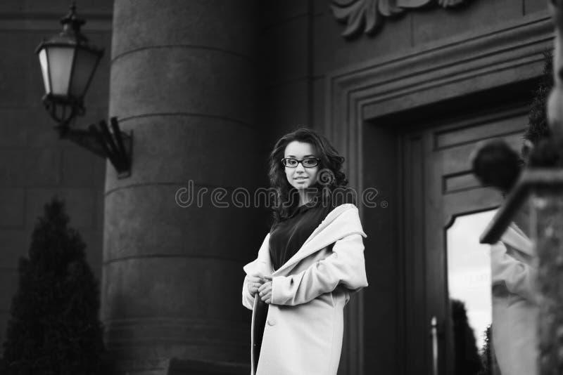 Retrato de una mujer de negocios joven imágenes de archivo libres de regalías