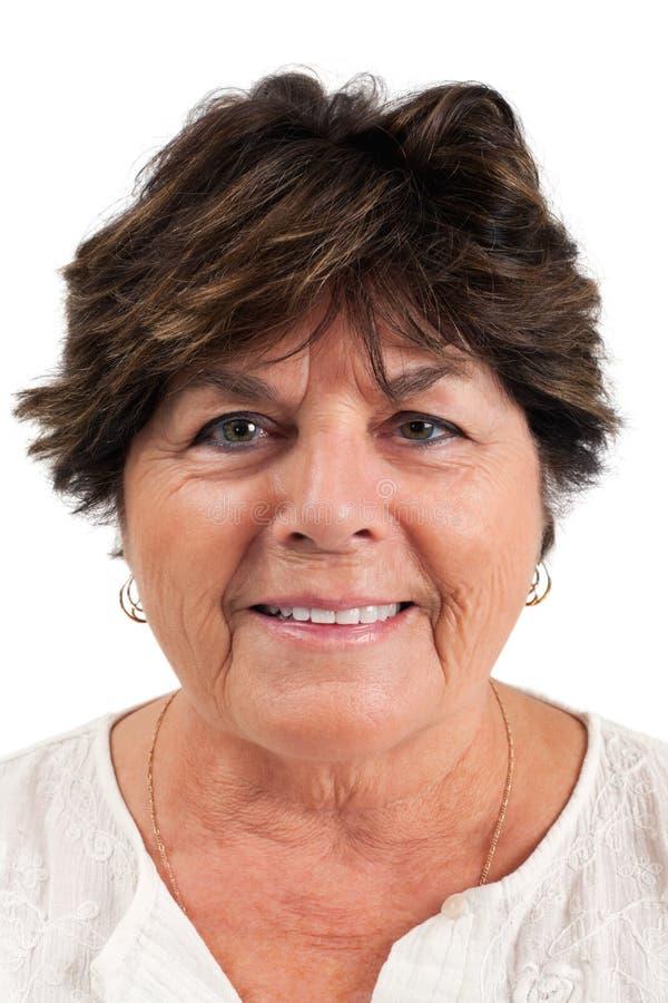 Retrato de una mujer en sus años 60 foto de archivo