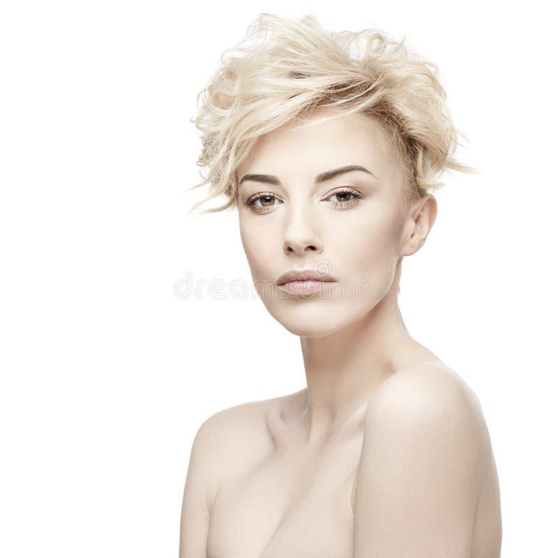 Retrato de una mujer hermosa con la piel limpia foto de archivo libre de regalías