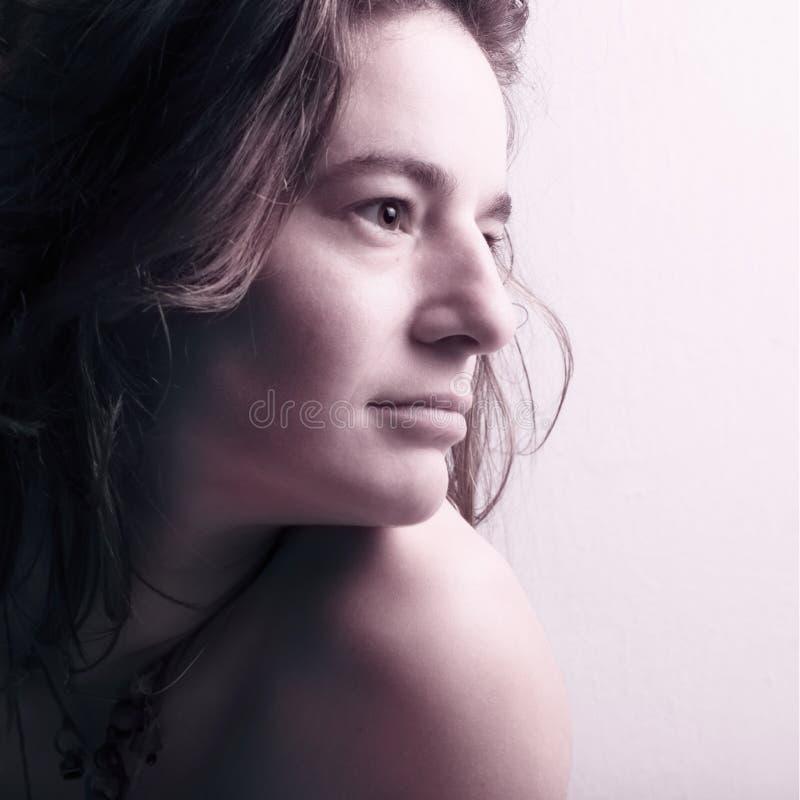 Retrato de una mujer hermosa joven imágenes de archivo libres de regalías