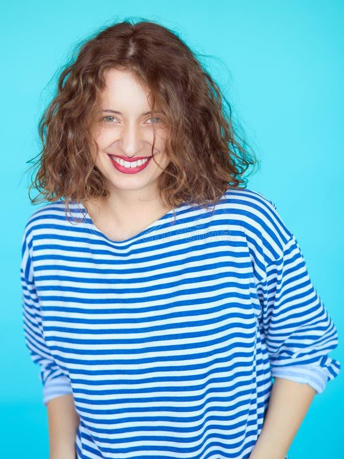 Retrato de una mujer hermosa sonriente fotografía de archivo libre de regalías